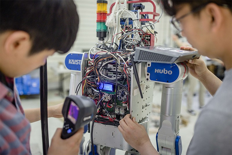 Students at KAIST work on a robot