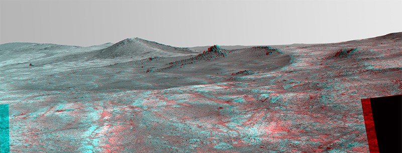Stereo view of the 'Spirit of St. Louis' crater on Mars by the Opportunity rover in 2015.