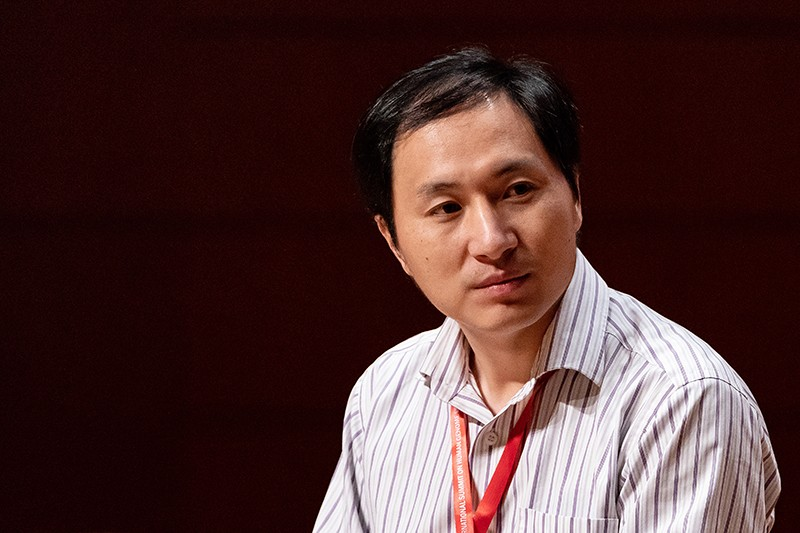 He Jiankui at a summit, seen from the shoulders up.