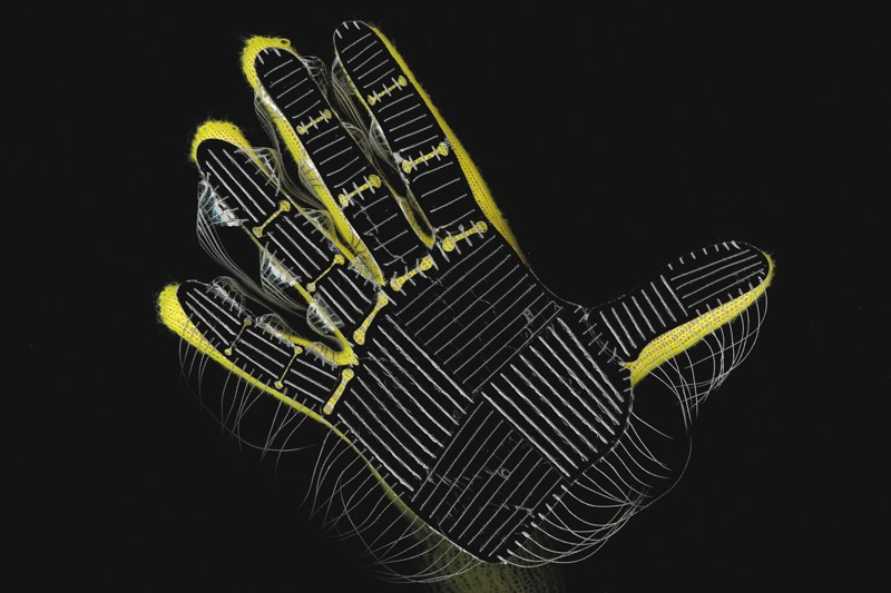 A glove that uses neural networks to identify individual objects, estimate weights and explore tactile patterns