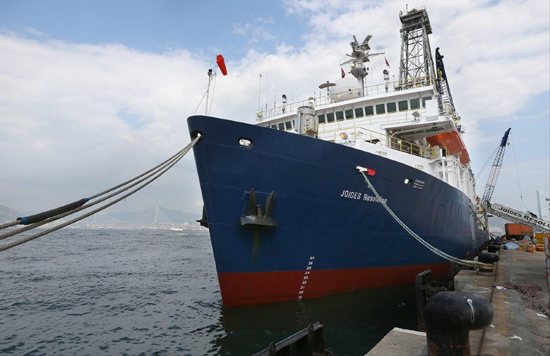 Drilling Ship JOIDES Resolution Lifts in Hong Kong Waters