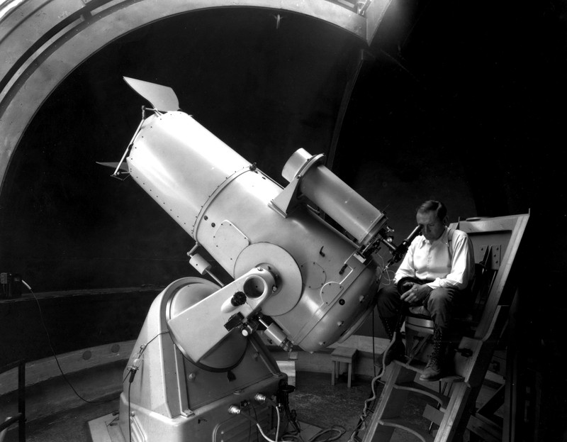 Fritz Zwicky using the 18-inch Schmidt telescope at Palomar Observatory in the 1930s.