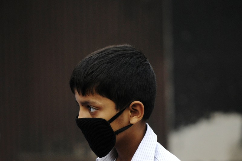 Child using mask in heavy smog in Noida, India